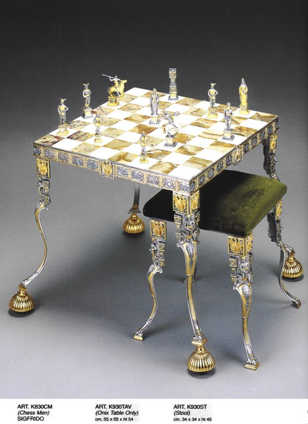 Siegfried Chess Table